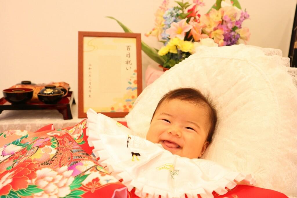 天使のような笑顔の赤い着物でお宮参り、お食い初め撮影|鈴鹿|子供専門写真館スタジオバンビ|