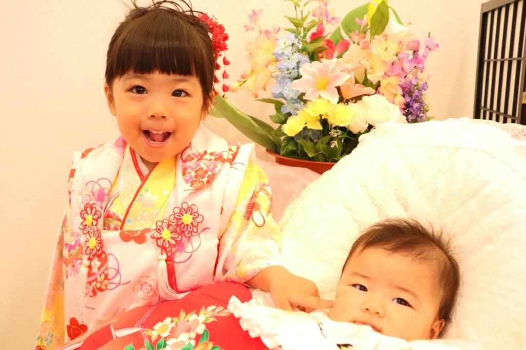 3歳七五三の女の子とお宮参りの女の子の姉妹|鈴鹿|子供専門写真館スタジオバンビ|