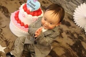 スーツで1歳お誕生日撮影 スタジオバンビ鈴鹿